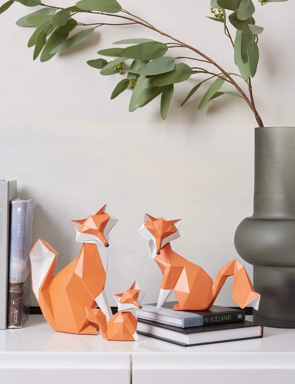 Escultura geométrica de zorro