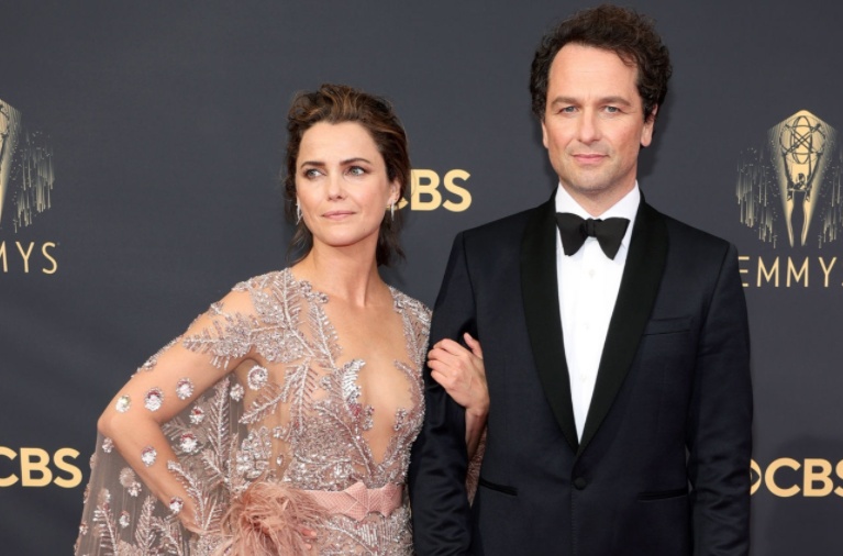 A close up ofKeri Russell and Matthew Rhys