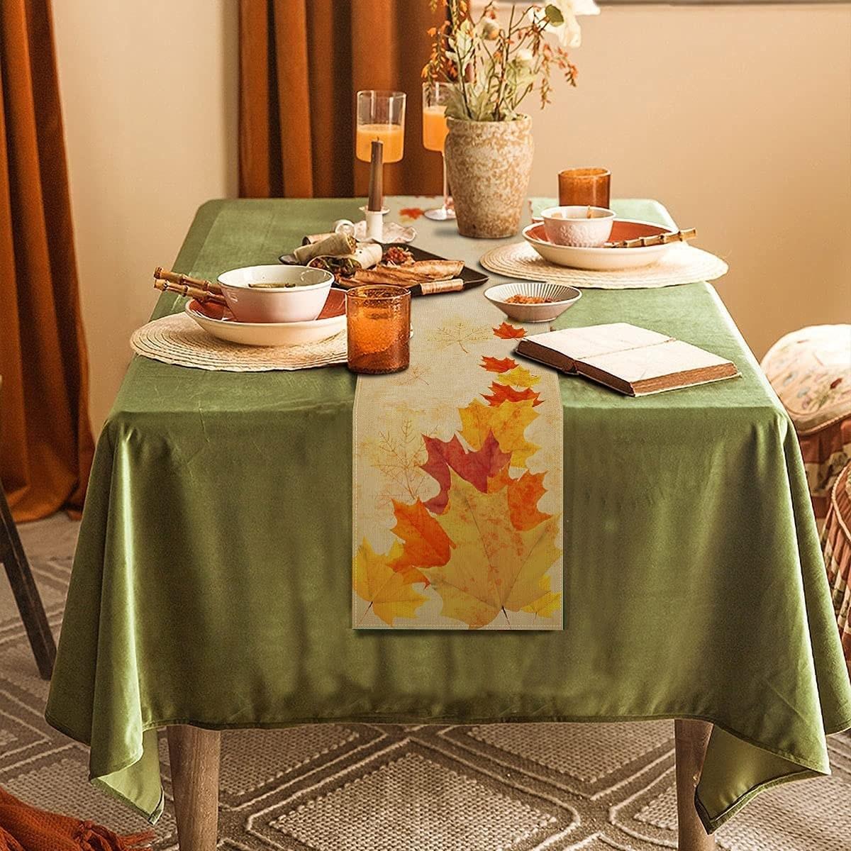 Camino de mesa con detalles otoñales