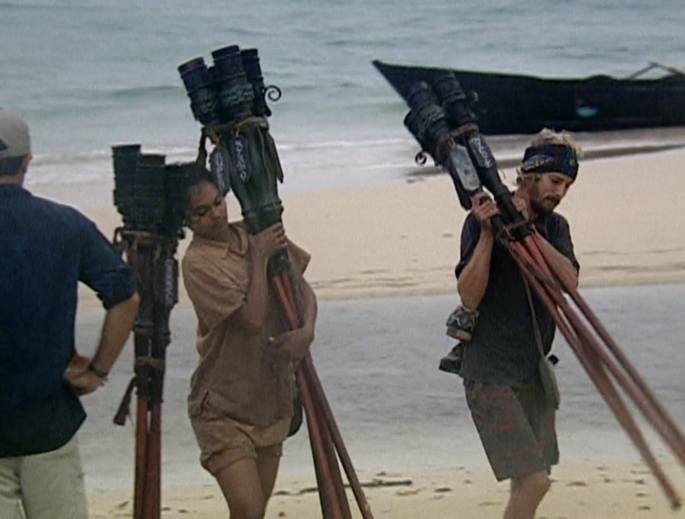 "Sandra Diaz-Twine and Jonny ""Fairplay"" Dalton hold groups of torches on Survivor: Pearl Islands"