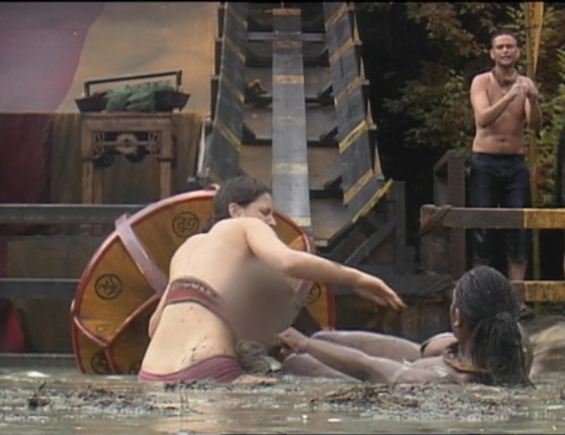 Amanda Kimmel wrestles with Sherea Lloyd in the mud on Survivor: China