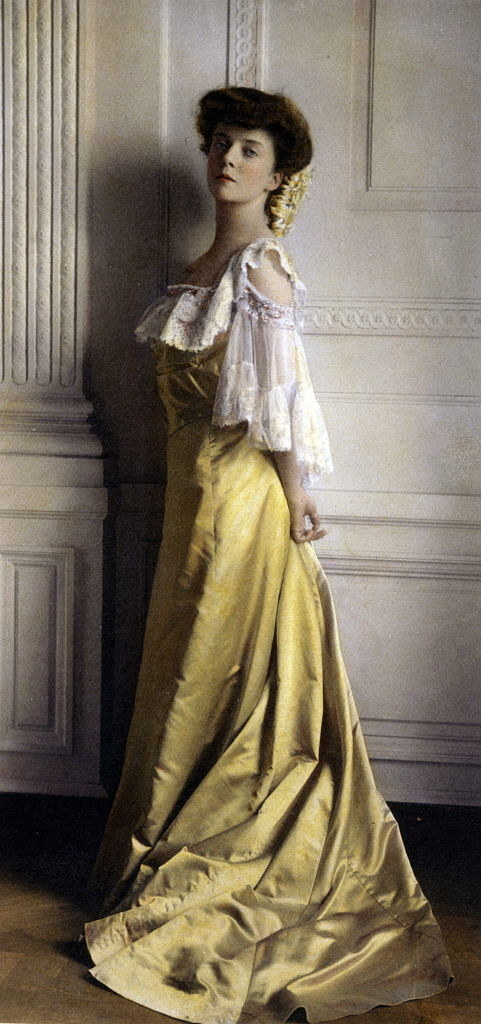 Alice in a yellow gown