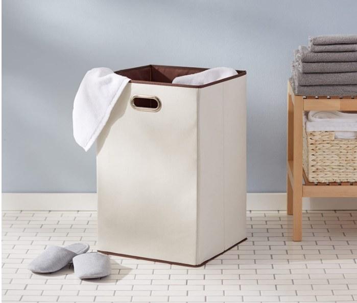 Foto de cesto de ropa sucia plegable de lona