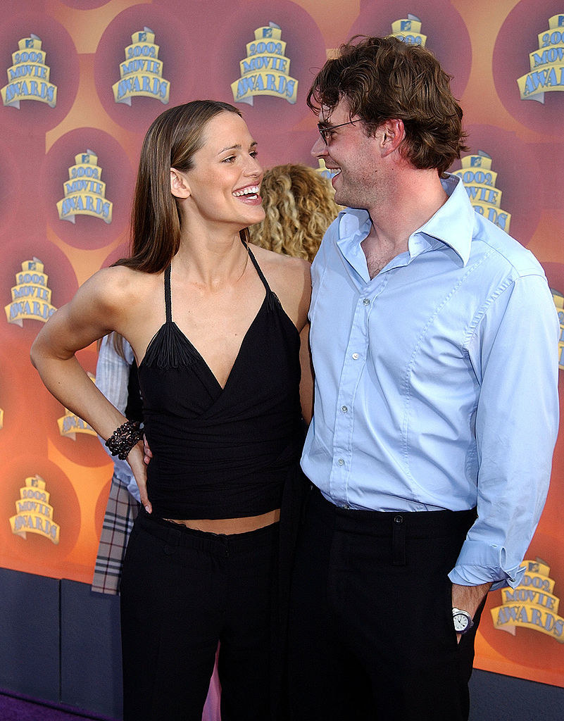 Jennifer Garner & Scott Foley during 2002 MTV Movie Awards - Arrivals at Shrine Auditorium in Los Angeles