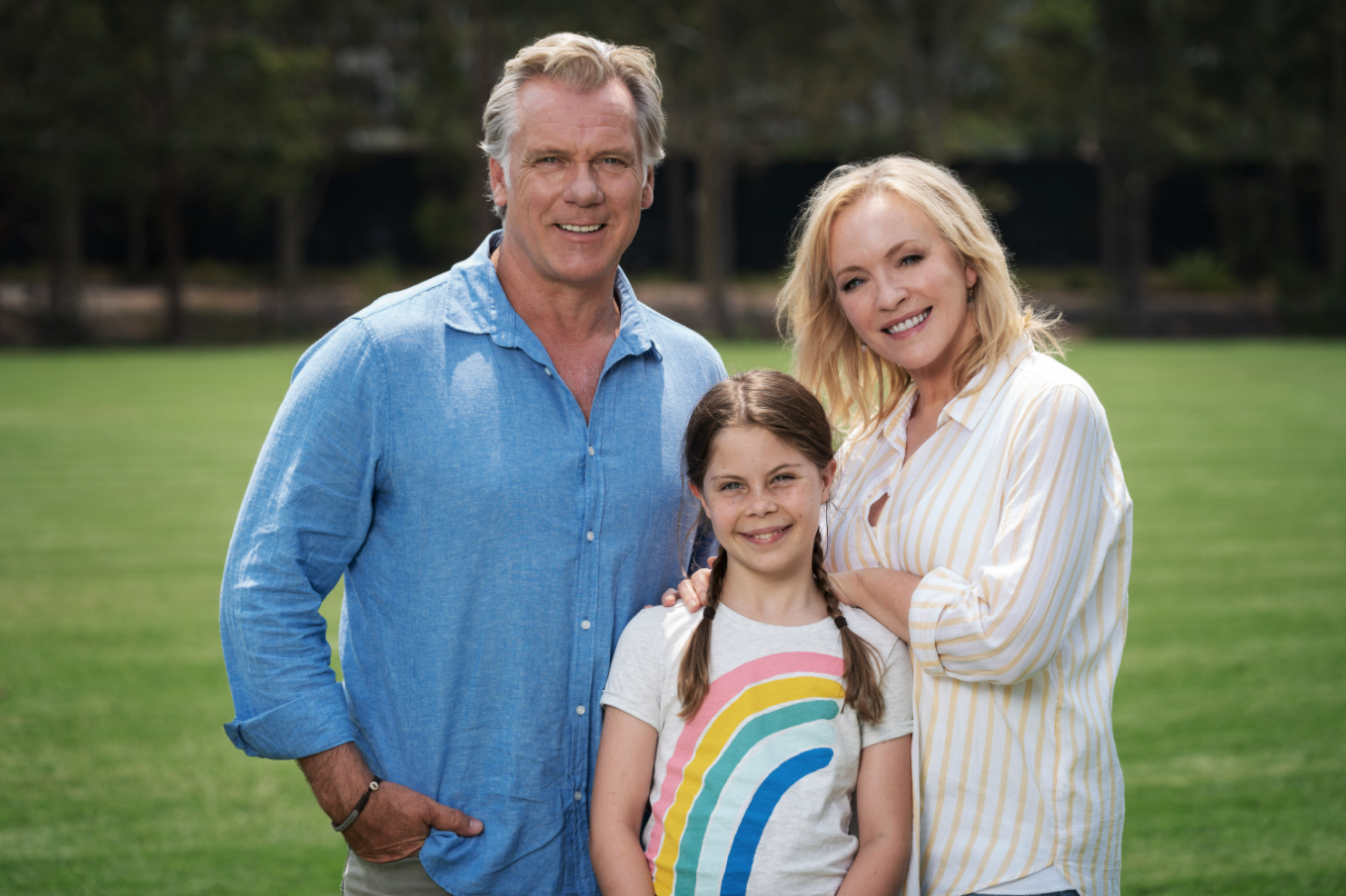 Erik Thomson, Willow Spencer and Rebecca Gibney posing for a family photo together