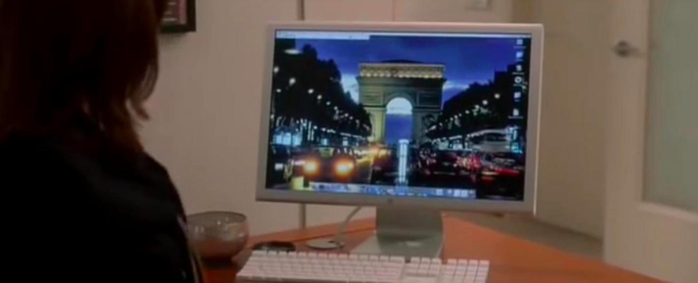 TheArc de Triomphe on Emily's desktop wallpaper