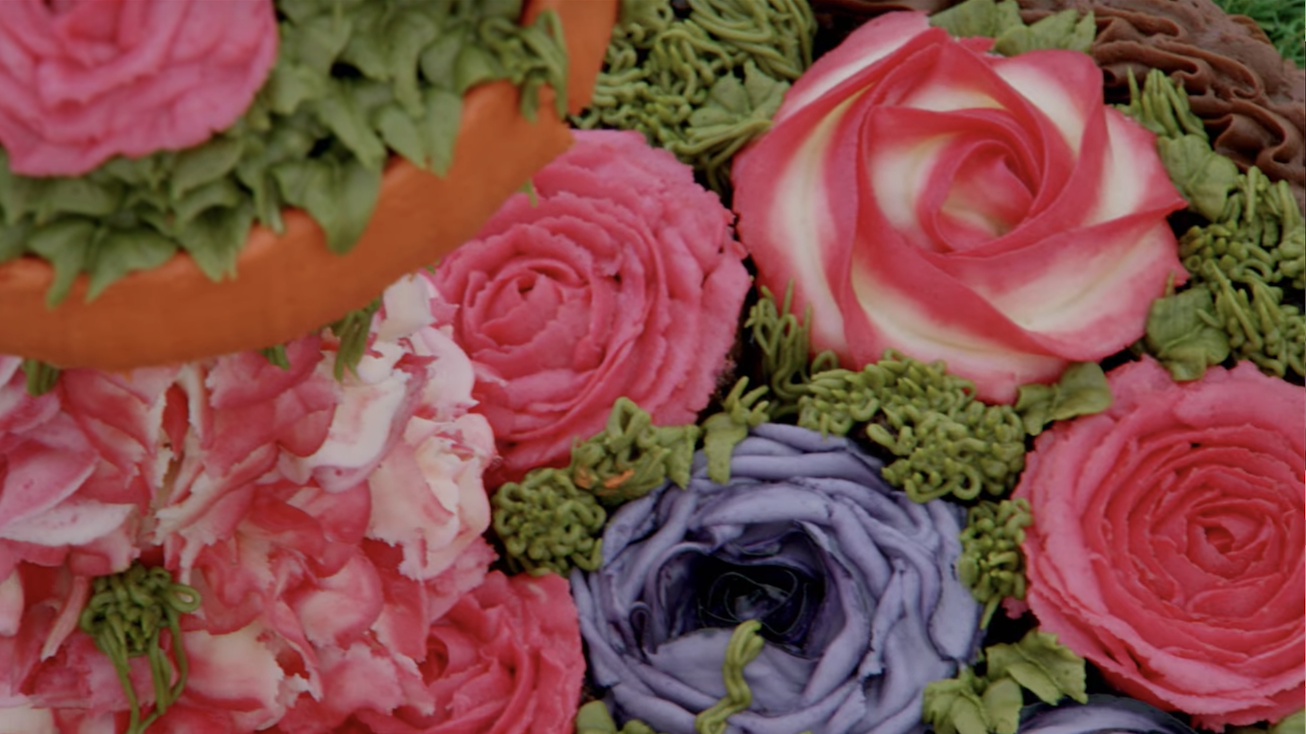 Extremely detailed frosting flowers
