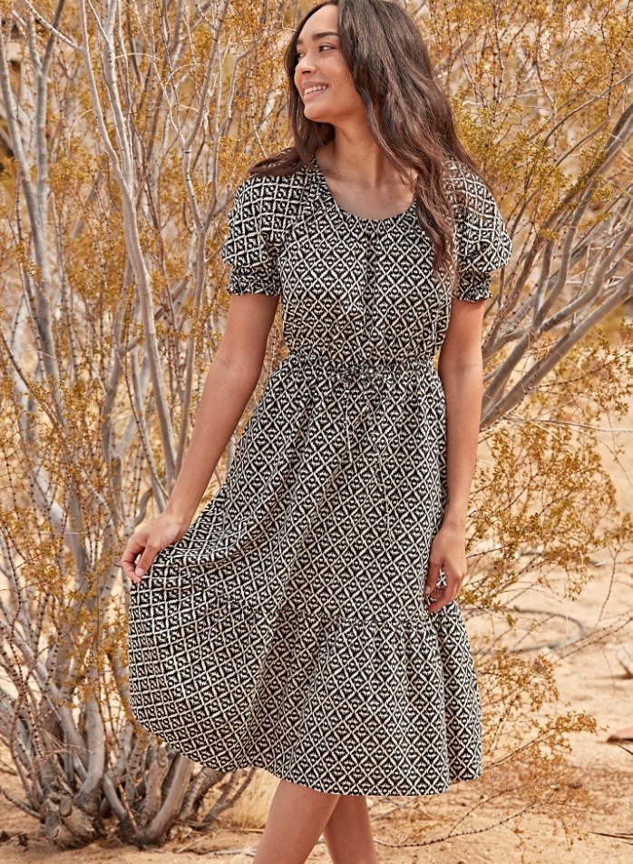 A black/white patterned puff sleeve tiered midi dress