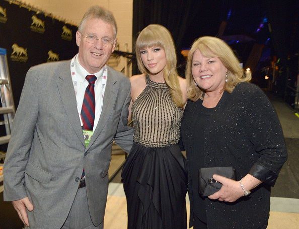 Taylor posing with her parents