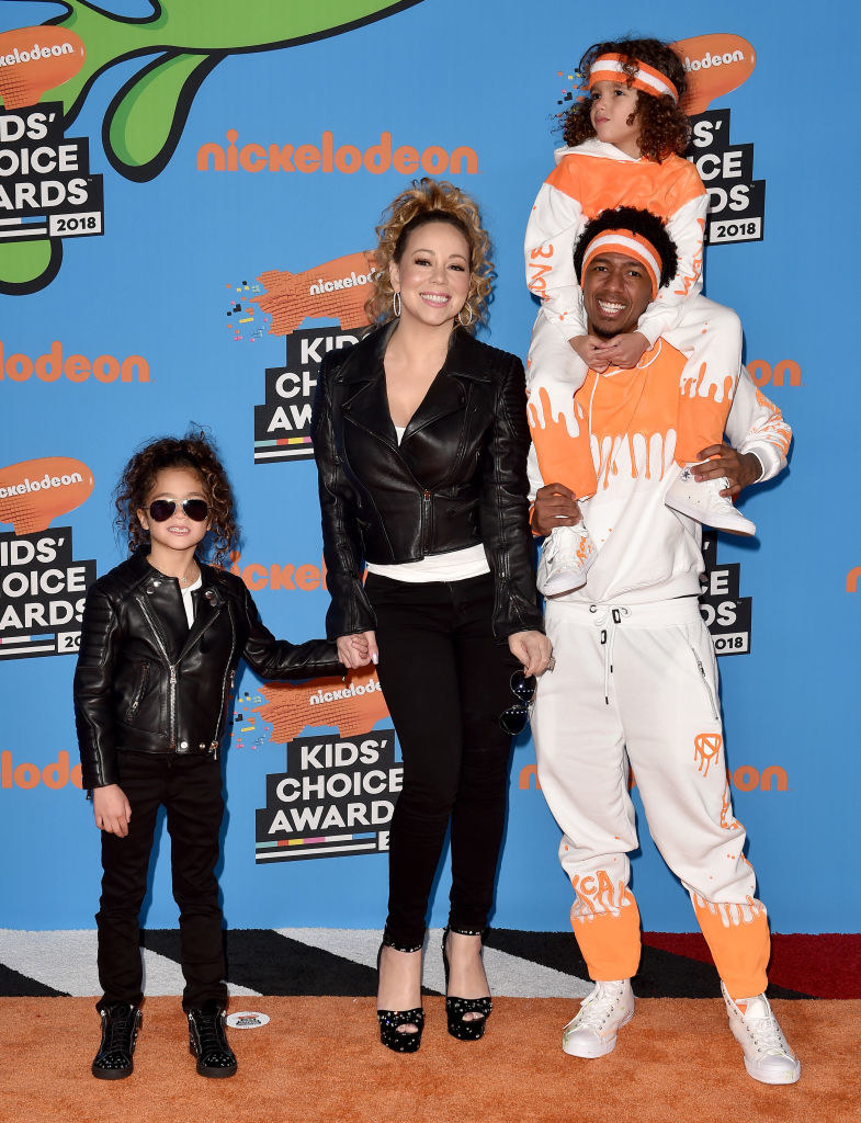 Maria and Nick with one of their children on the Kids' Choice Awards red carpet