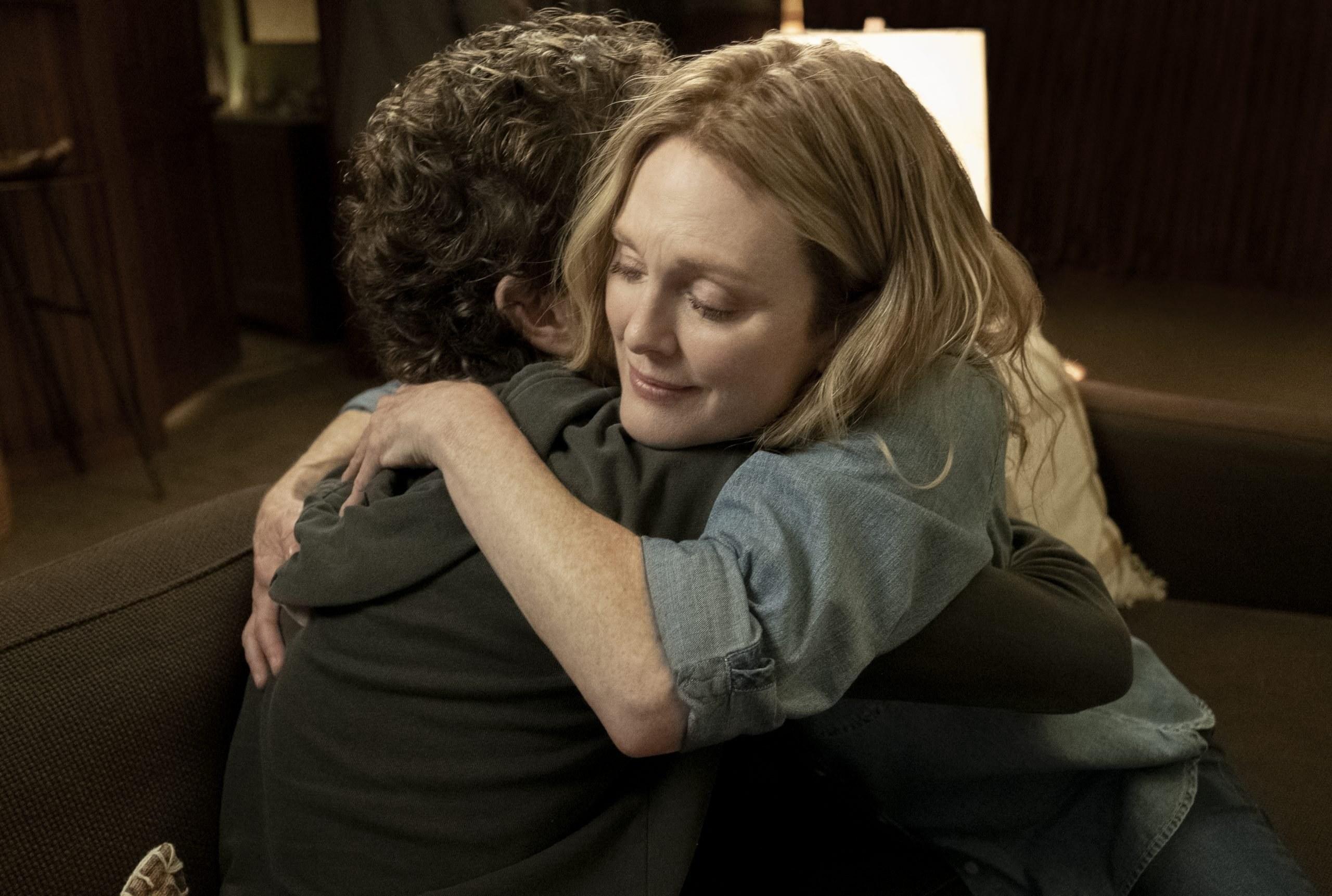 Julianne Moore hugging Ben Platt in Dear Evan Hansen
