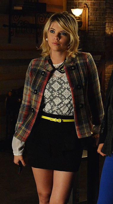 Hanna wearing a preppy pencil skirt and plaid blazer