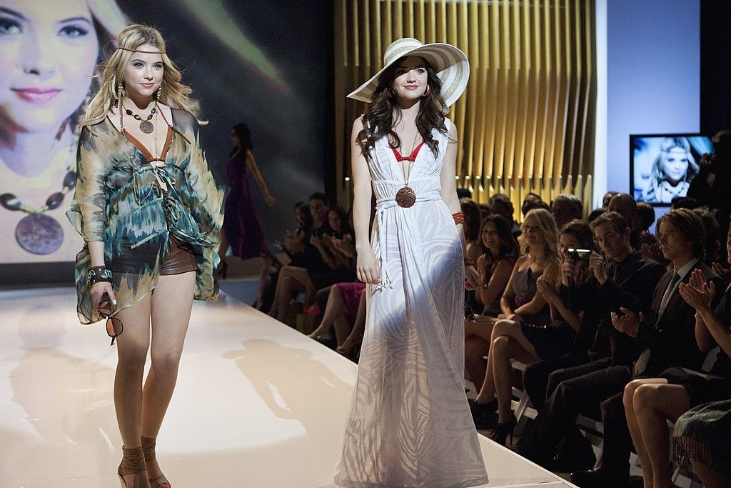 Aria and Hanna wearing boho style clothes in a fashion show