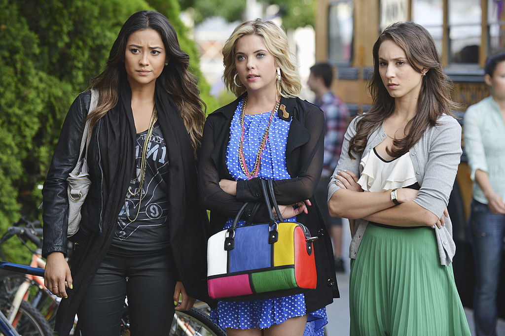 Hanna wearing a blue polka-dot dress and a purse with blocks of bright colors