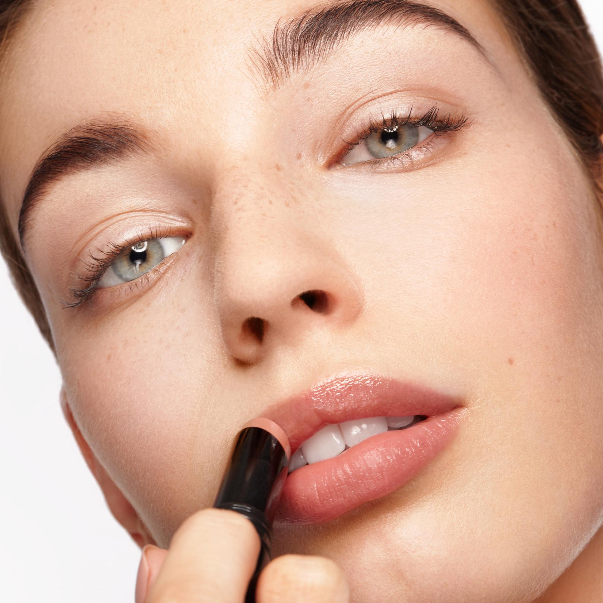 Woman applying Futurelipstick Luxe Shine on lips