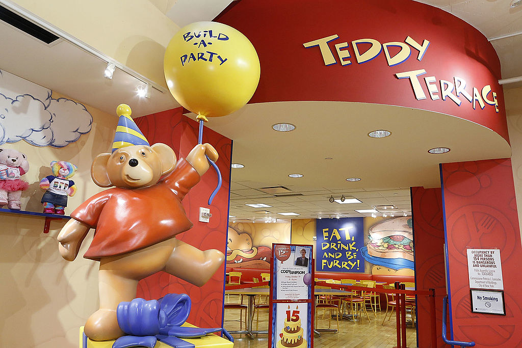 A build a bear workshop in a mall