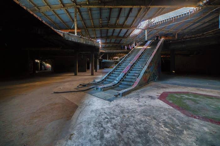 Abandoned escalators in the mall