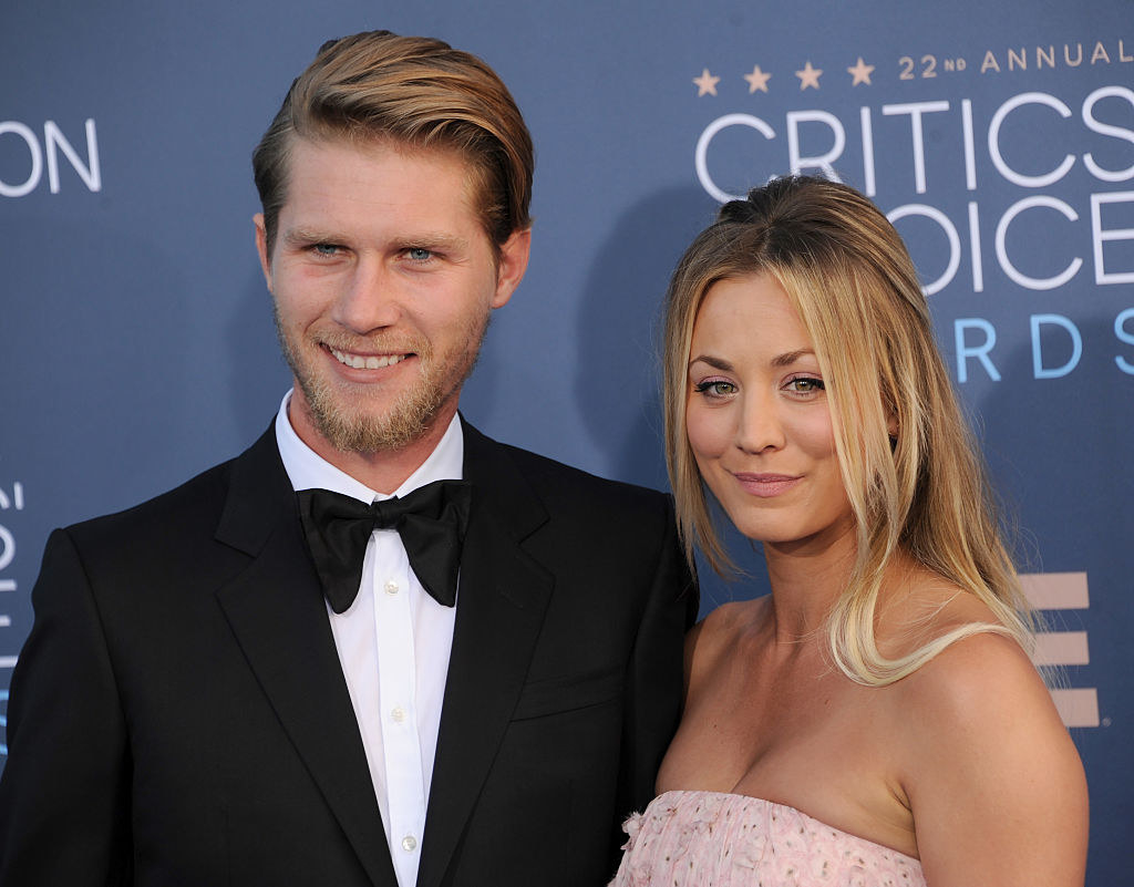 The couple smiling on the red carpet