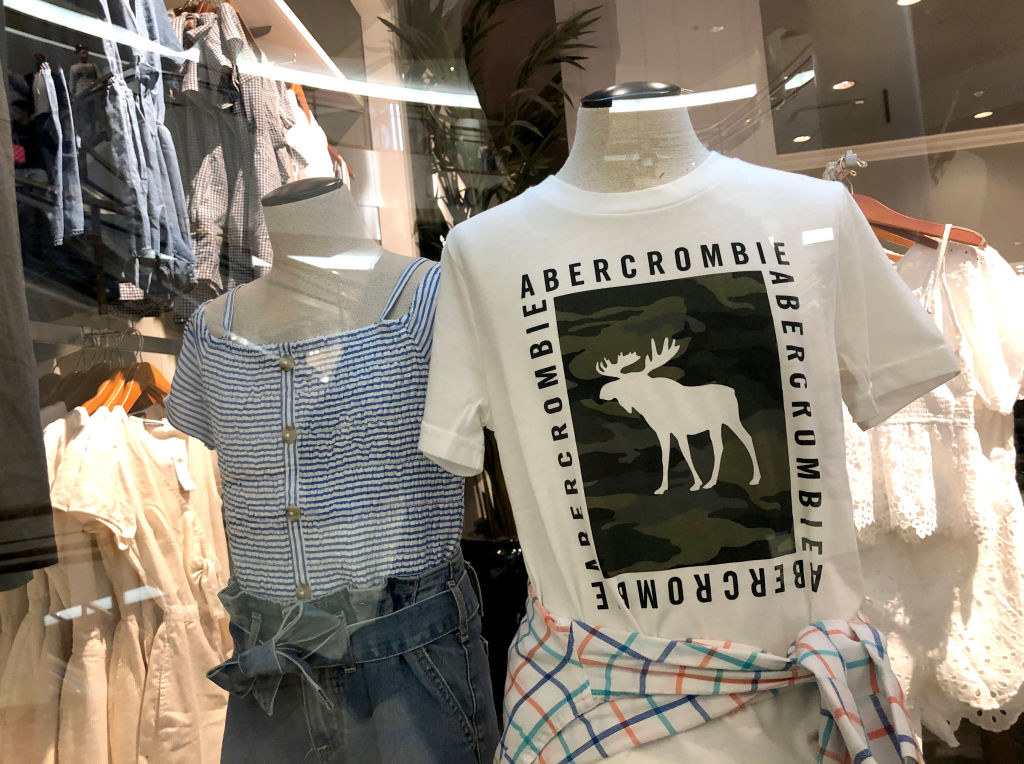 two mannequins in an abercrombie store