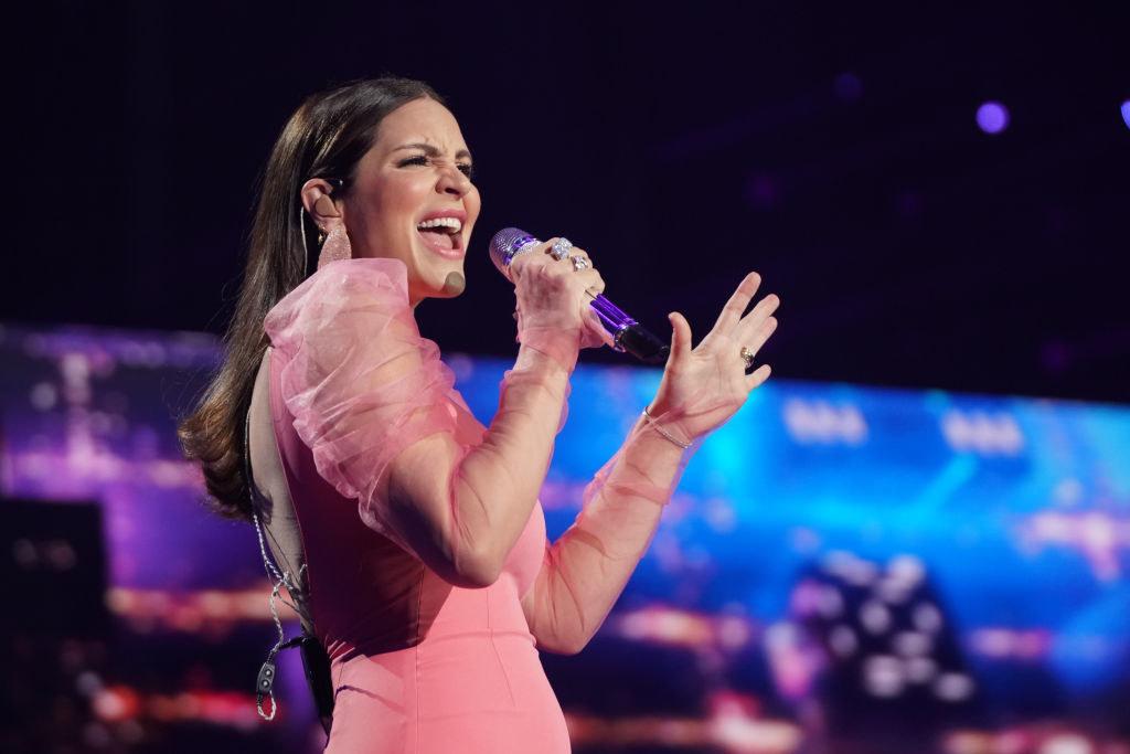"singer from ""American Idol"""
