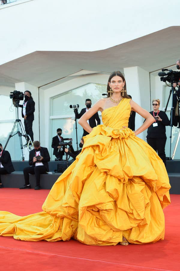 """Bianca Balti in a flowing, bunched bright yellow gown on the red carpet for """"Madres Paralelas"""""""