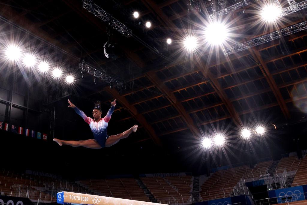 Simone doing the splits high above the balance beam