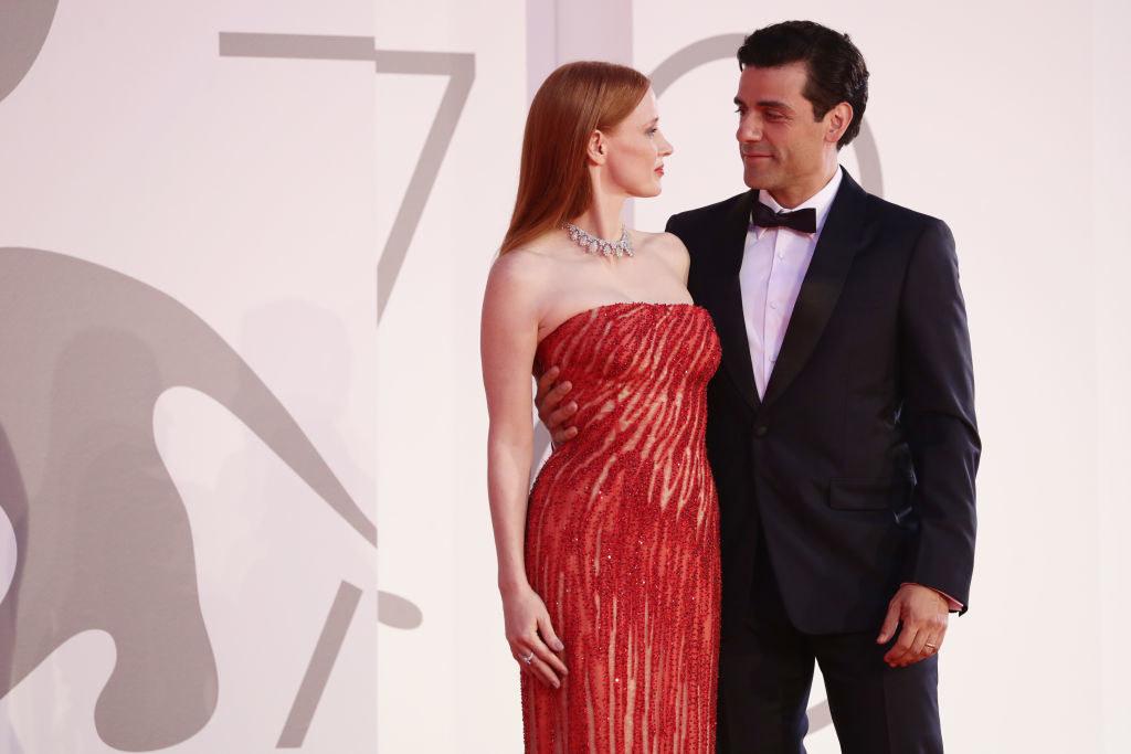 Oscar giving Jessica smoldering look in the eye