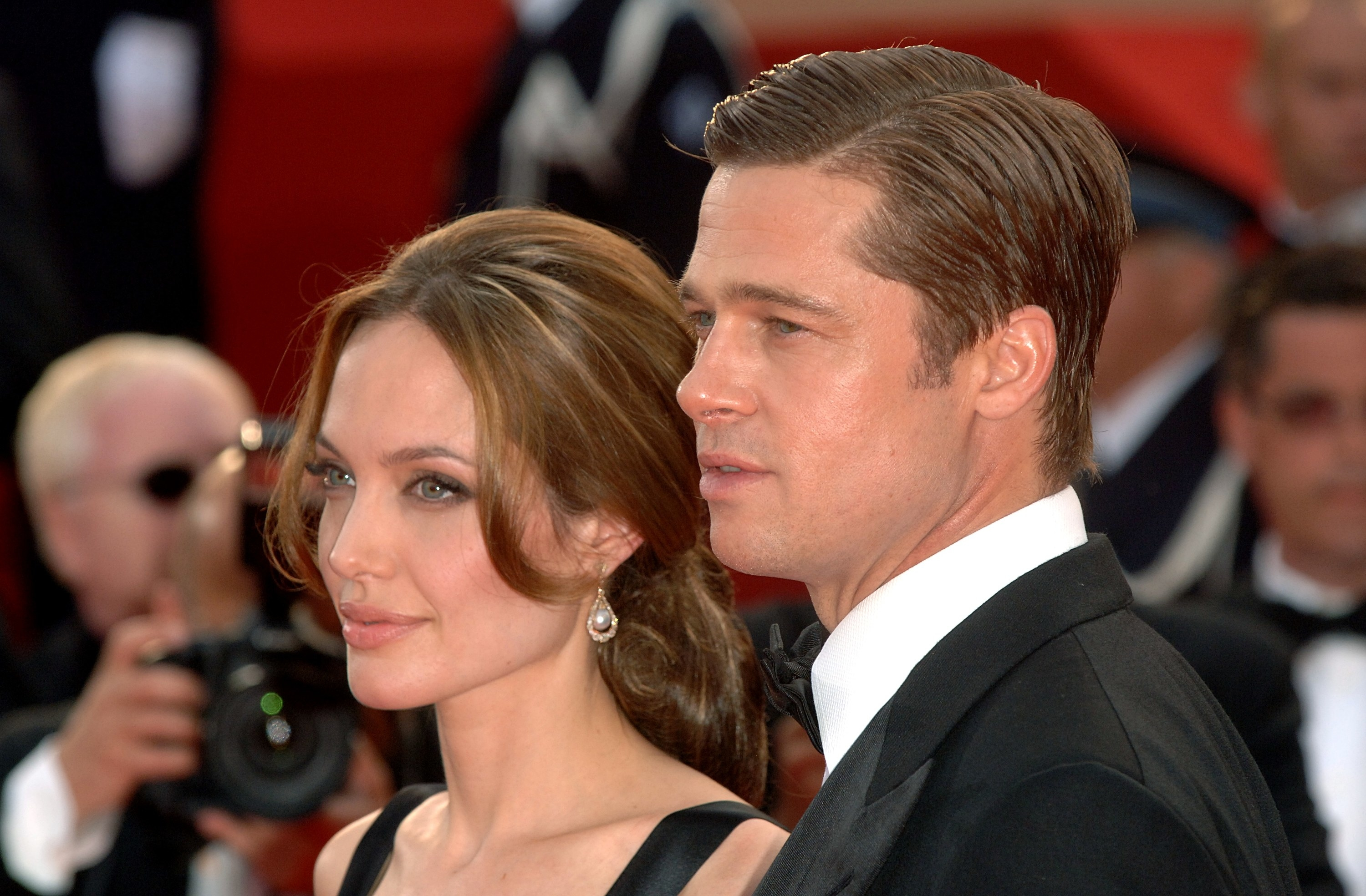 Angelina and Brad pose for paparazzi