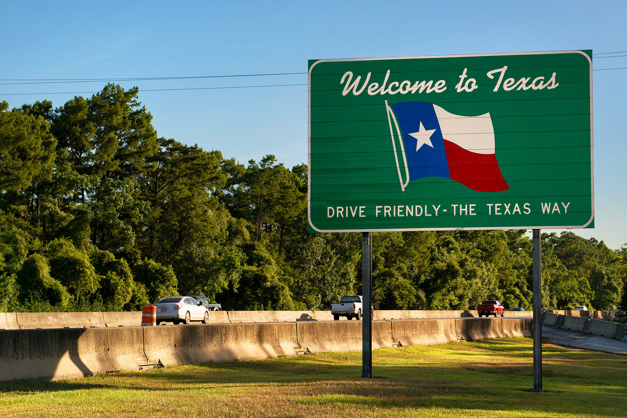 A Texas welcome sign on the road.