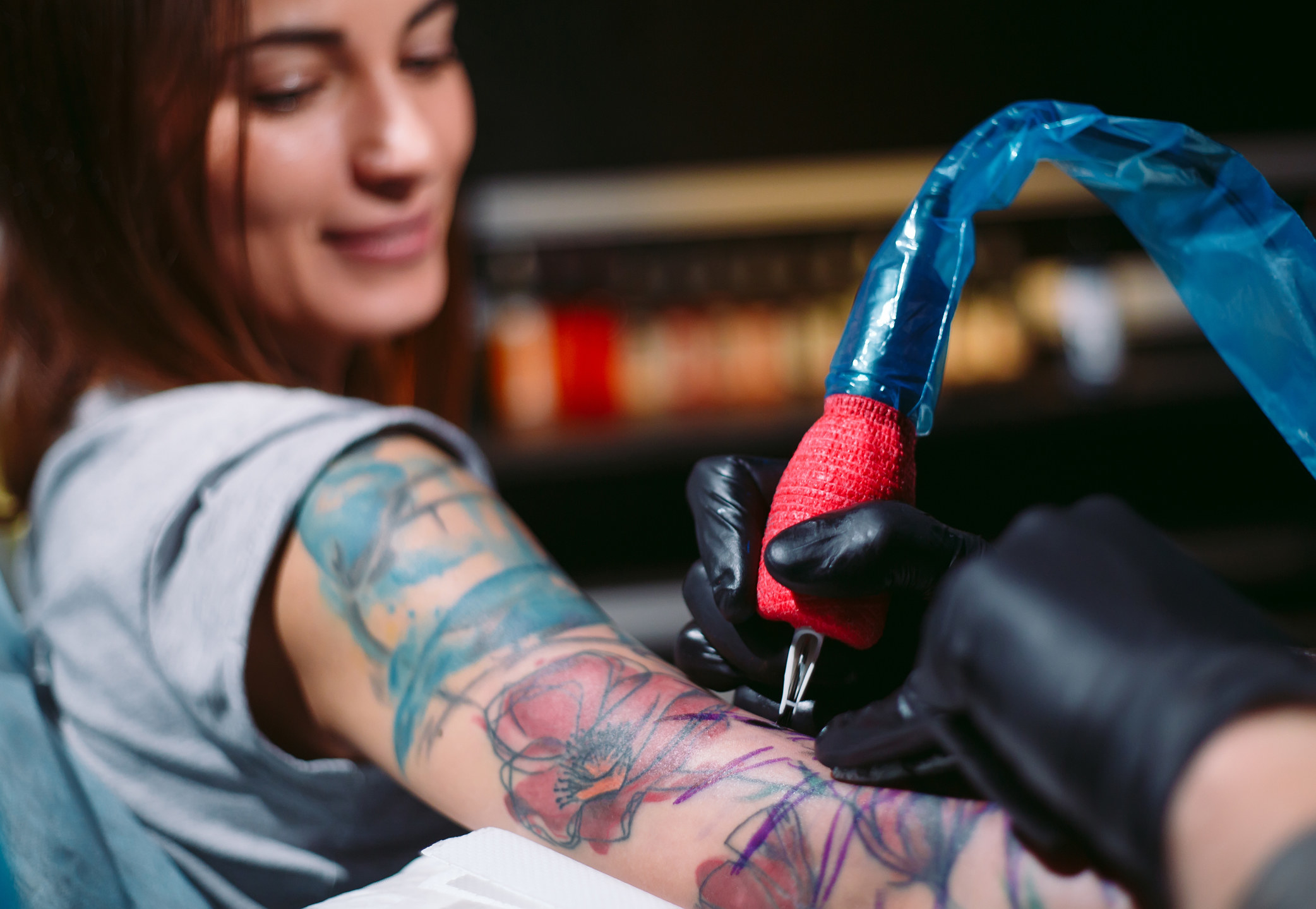 artist in process of tattooing