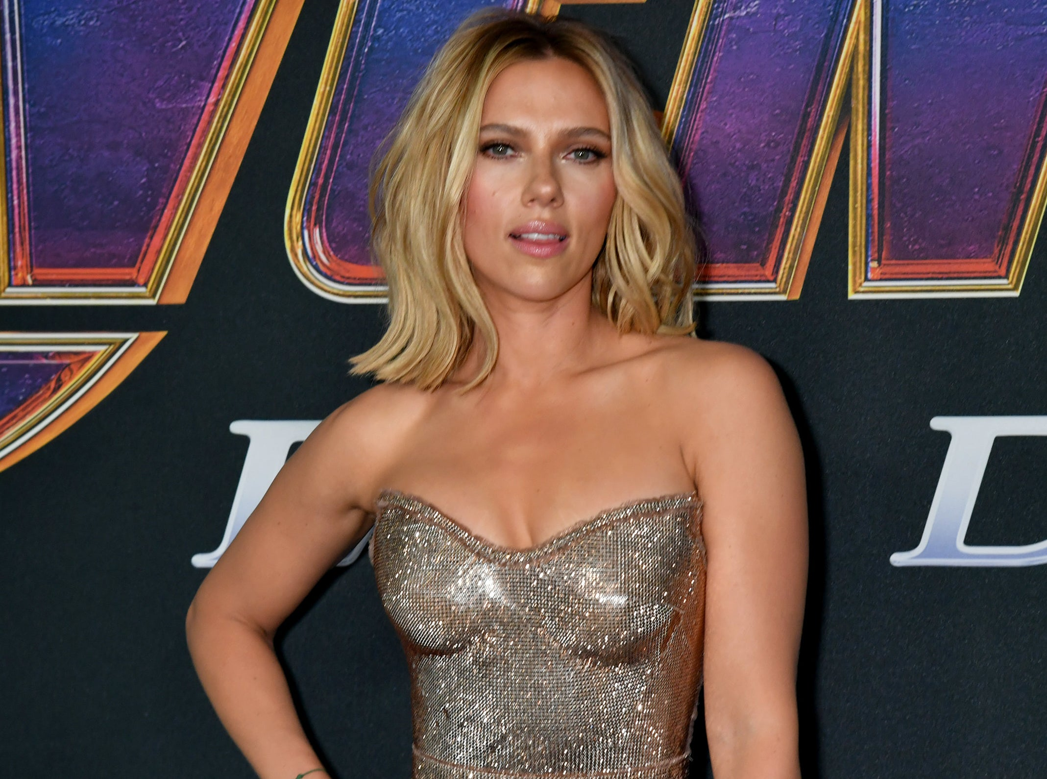 Scarlett wears a strapless silver beaded gown to a premiere