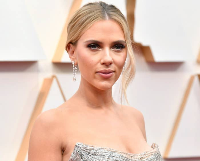 Scarlett wears a strapless silver gown to a premiere