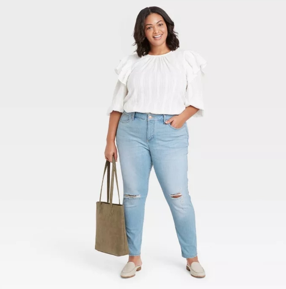 a model wearing the skinny jeans