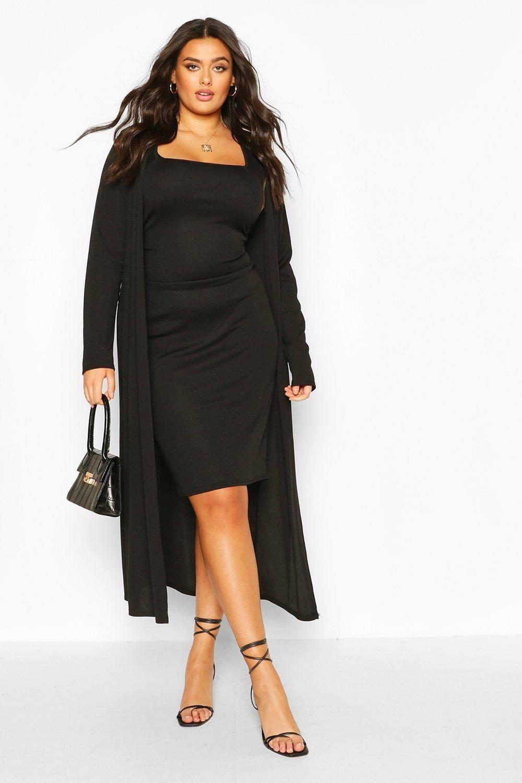 model wearing the black set