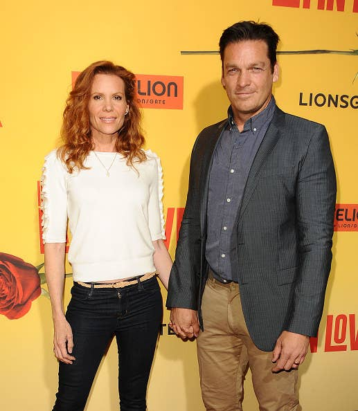 Robyn and Bart holding hands on the red carpet