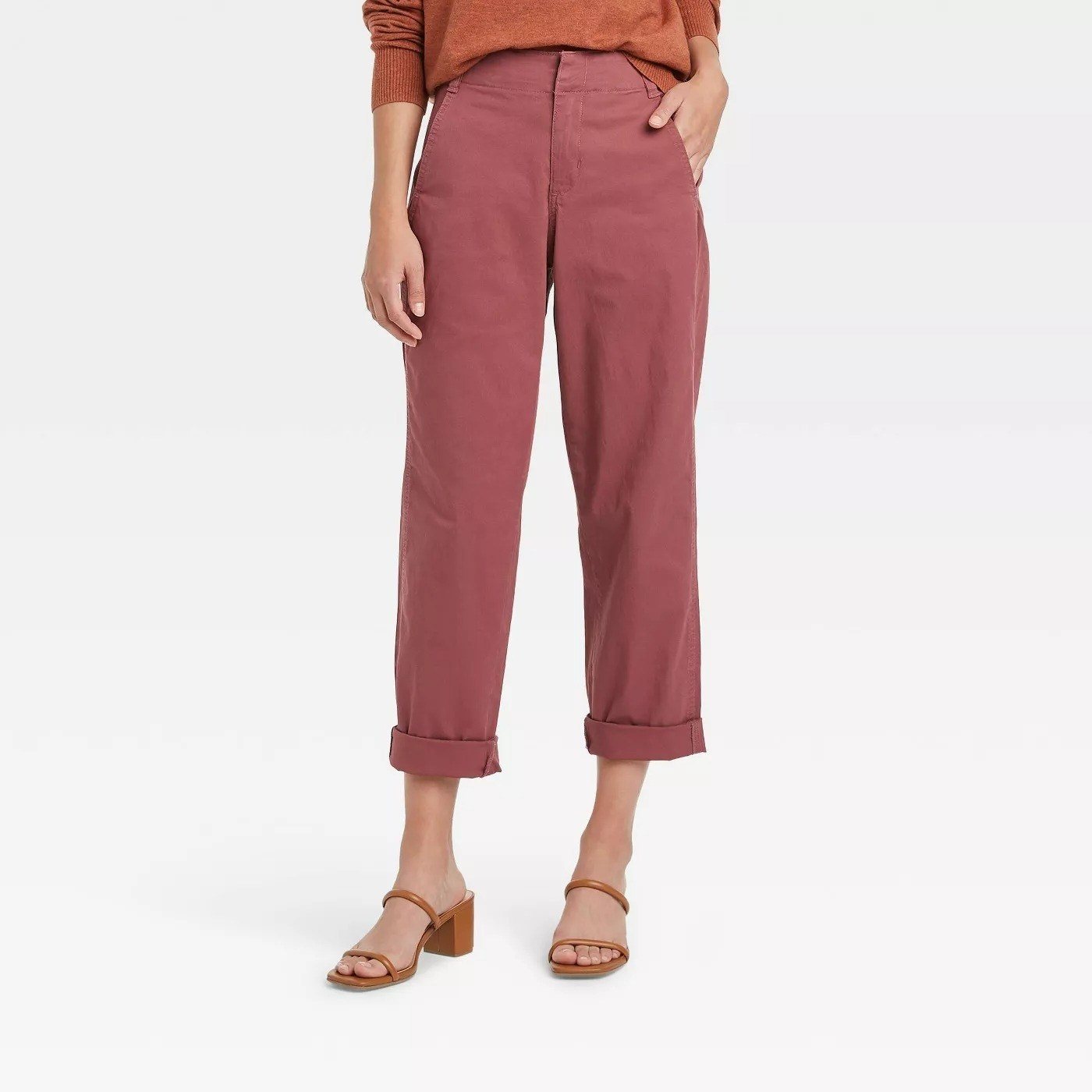 Model wearing dark pink pants, two pockets at the top
