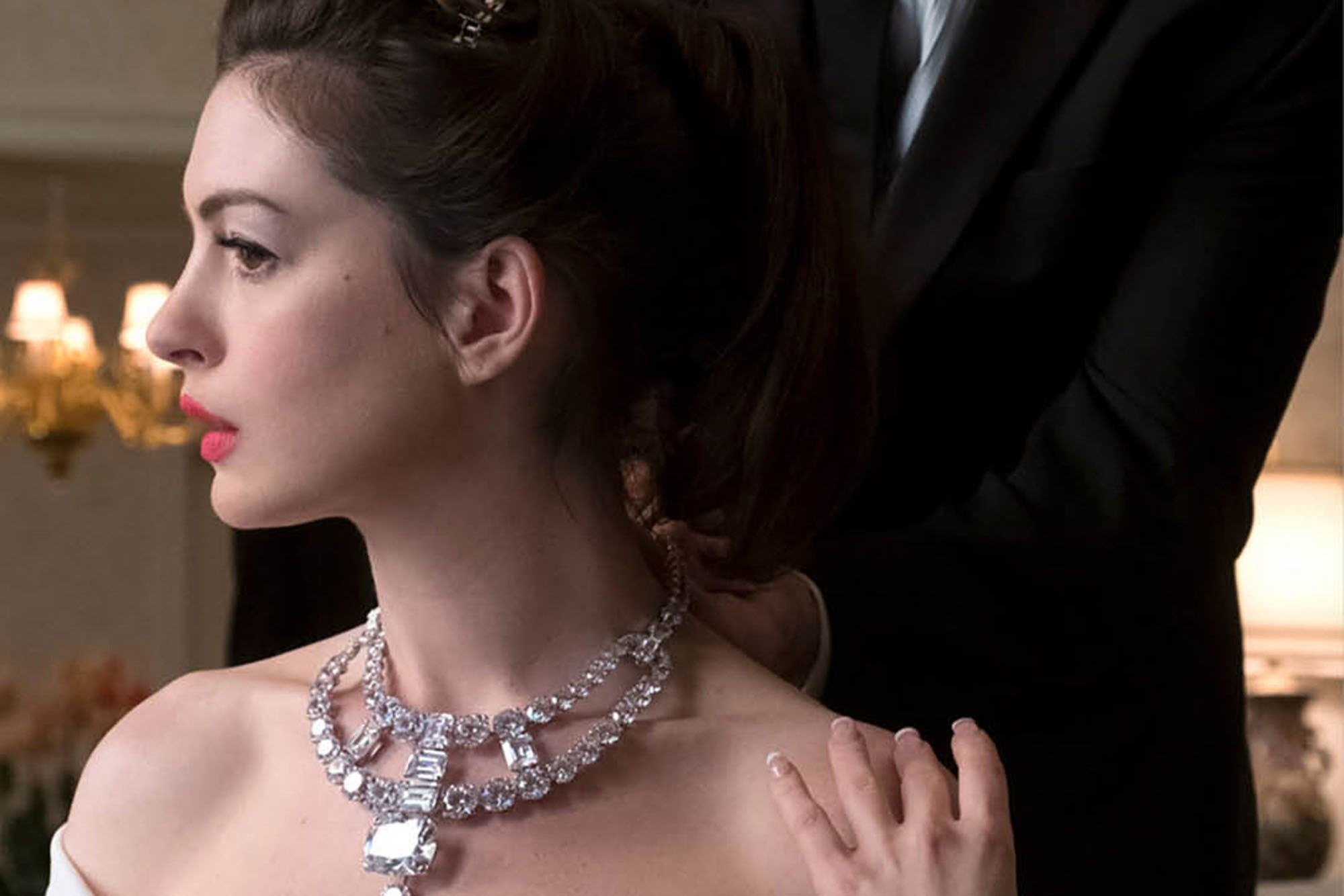 Ocean's 8 scene where Anne Hathaway's character has the priceless necklace put on her neck before the Met Ball