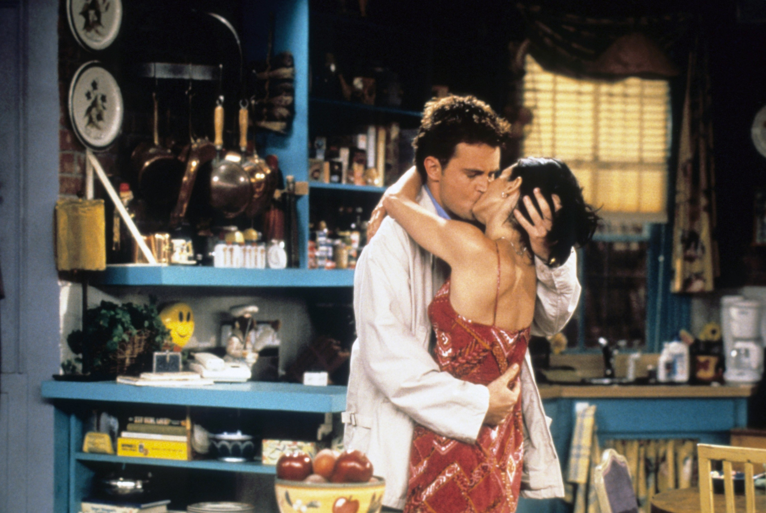 Monica and Chandler kissing