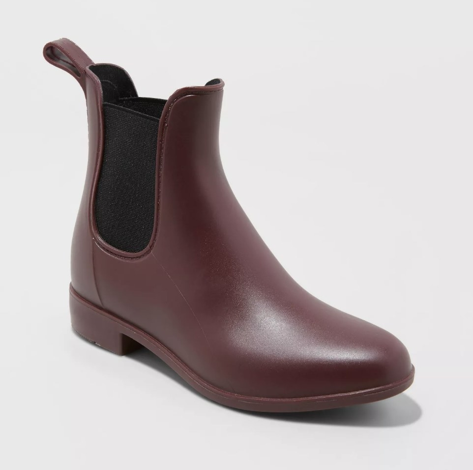 Maroon ankle rain boot with black fabric side