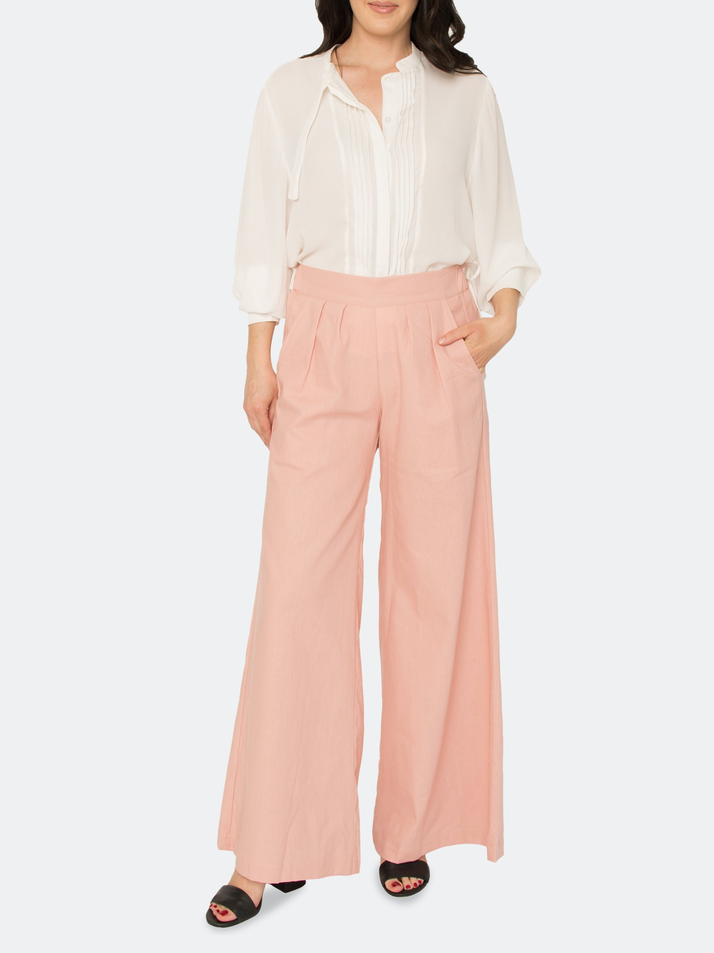 model wearing the pants in pink