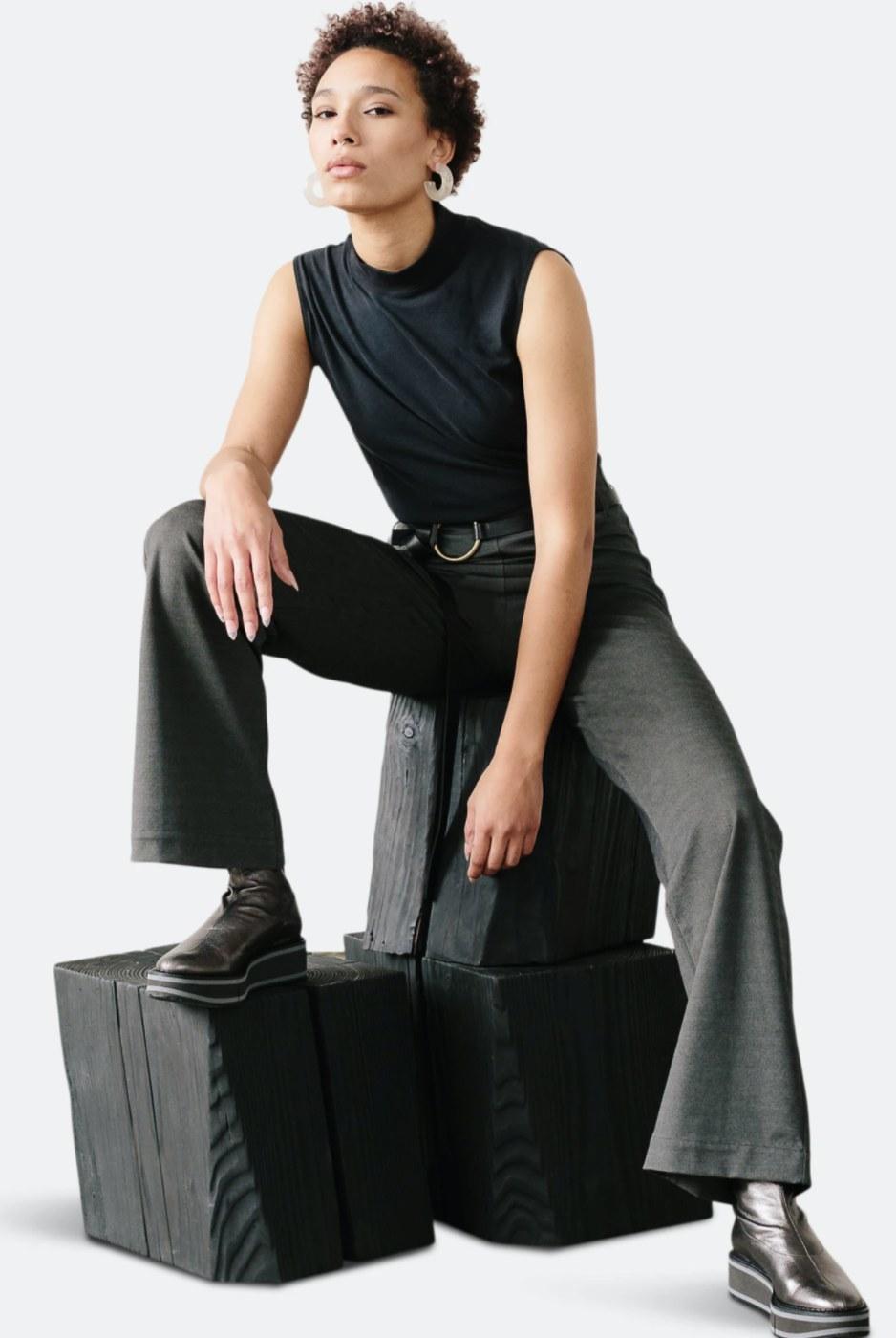 model wearing the pants in grey