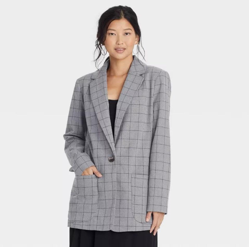 a model wearing the blazer in grey