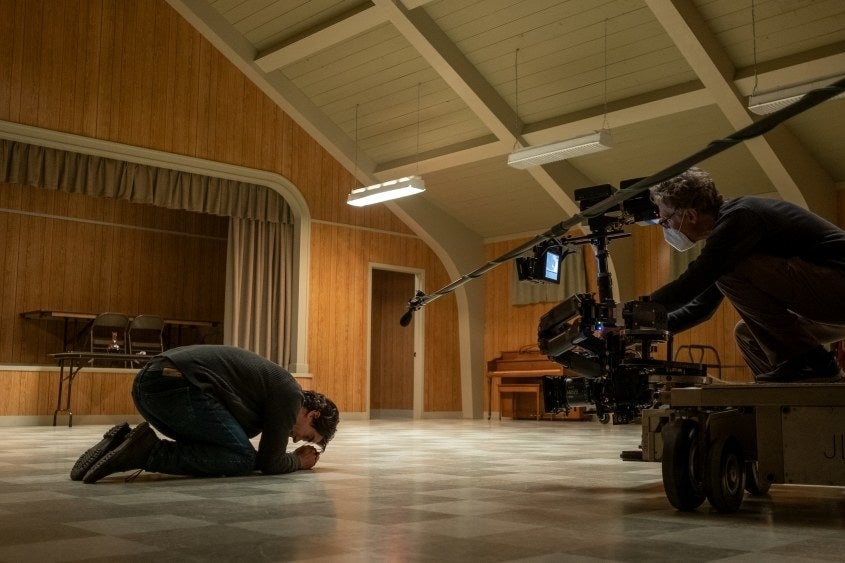 """25 """"Midnight Mass"""" Behind-The-Scenes Photos That'll Take You To Church"""