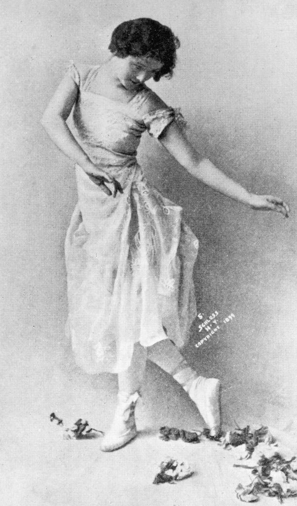 Isadora Duncan performing in a photograph