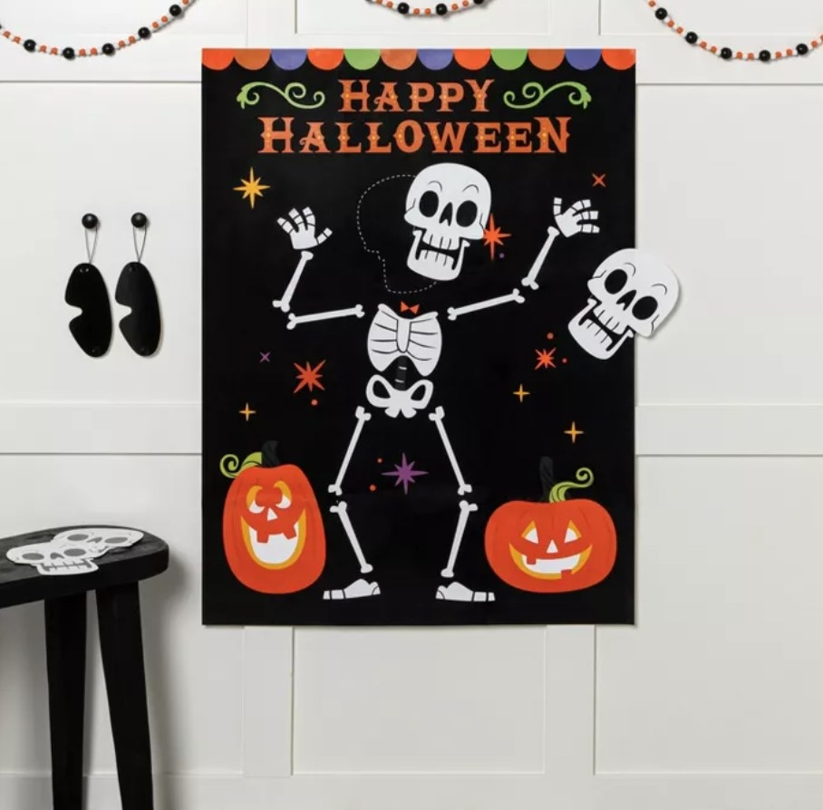 the pin the skeleton game