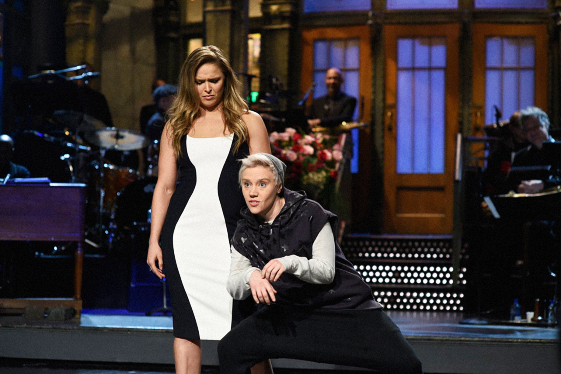 """Ronda Rousey delivering an """"SNL"""" monologue with Kate McKinnon as Justin Bieber"""