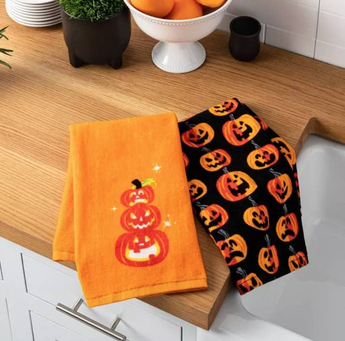 the towels in a kitchen