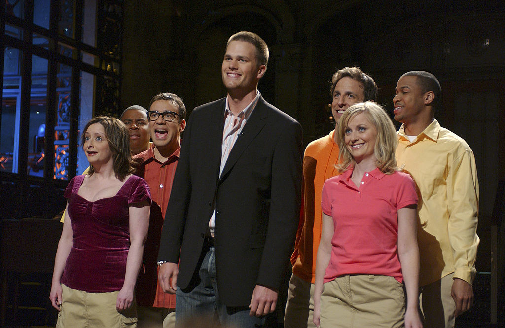 """Tom Brady delivering his monologue alongside the cast of """"SNL"""""""