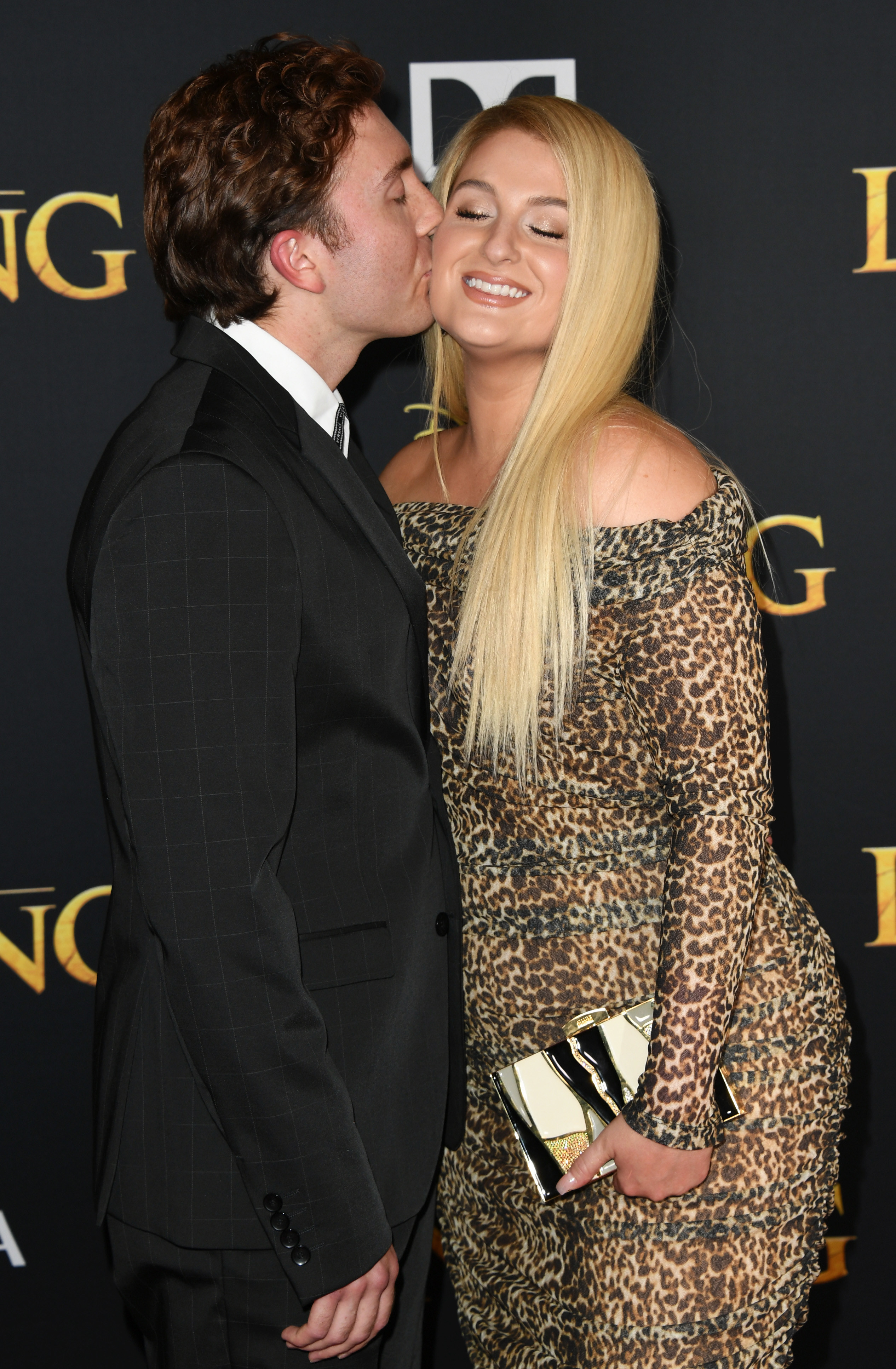 Daryl kissing Meghan on the cheek at a red carpet event