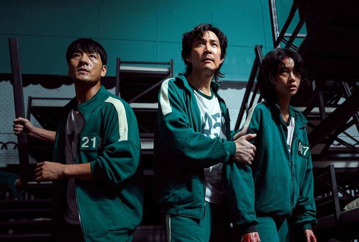 L-R:Sang-woo, Gi-hun andSae-byeok standing together in Squid Game